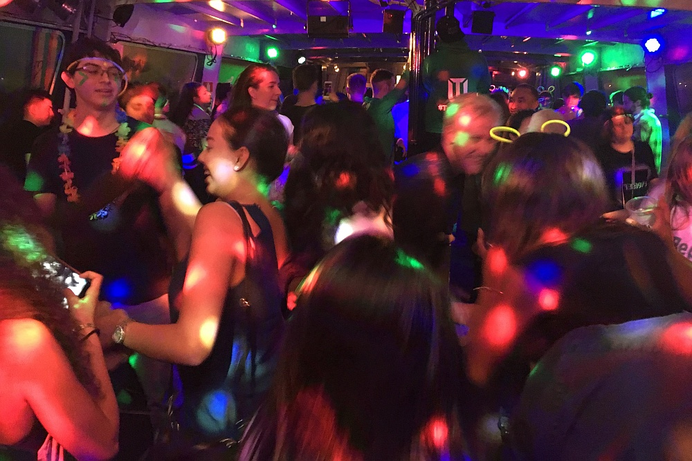 Internationaal studentenfeest op partyBOOT 1 Amsterdam
