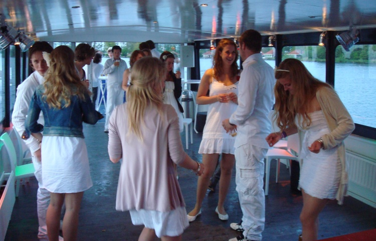 partyBOOT4-benedenzaal-borrel